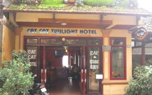 cat-cat-twilight-hotel