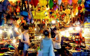 vietnam-shopping-by-night